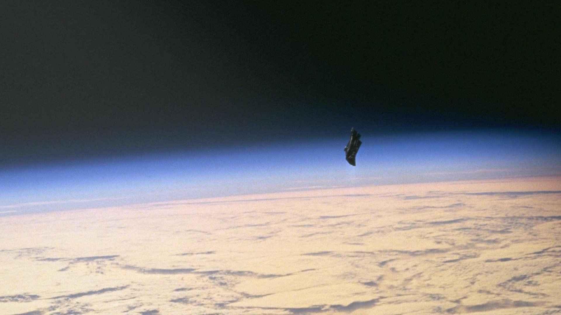 Uzaylıların gönderdiği düşünülenKara Şövalyeuydusu böyle bir vaka. Uydunun, 1998'de Endeavoruzay aracı tarafından fotoğraflandığı iddia ediliyordu termal